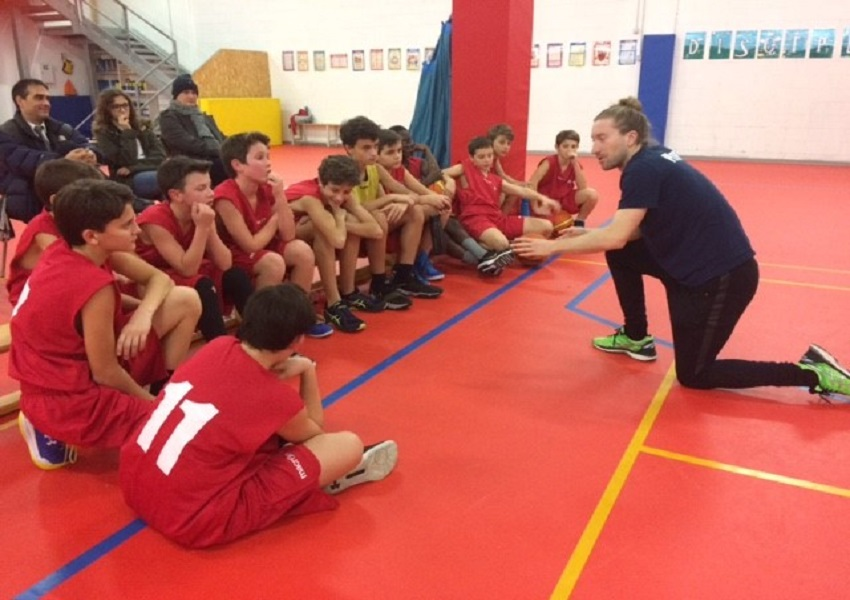 Mr.+Bell+leads+a+team-talk%2C+as+the+%E2%80%98tifosi%E2%80%99+look+on%2C+during+the+match+against+the+American+School